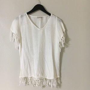 Linen-like weave with fringe v-neck